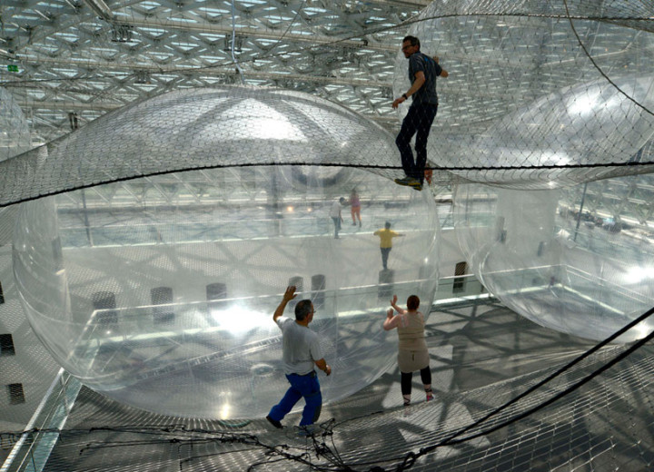 tomas-saraceno-in-orbit-designboom-04