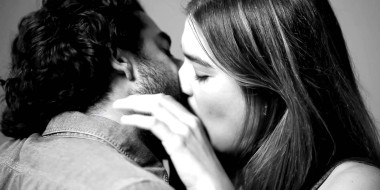 First Kiss, il video più virale del momento è… uno spot